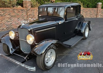 1932 Ford 5 Window Coupe in black